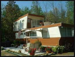 2 stories house two mobile homes