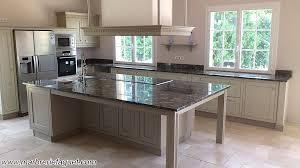 cuisine plan de travail granit plan de travail cuisine marbre ou granit idée de modèle de cuisine