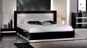 chambre a coucher noir et blanc chambre blanc laque idées de décoration capreol us