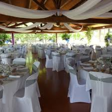 tenture plafond mariage tenture en mousseline blanche pour plafond