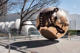 siege des nations unis sphère au sein de la sculpture sphère en de siège des nations