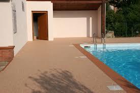 plage de piscine comparatif avant après sol décoratif drainant d u0027une plage de