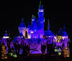 Halloween Party Lighting by Guide To Mickey U0027s 2017 Halloween Party At Disneyland