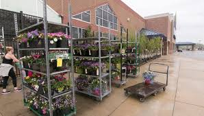 does lowes sell their kitchen displays flowers on display outside put lowe s store at odds with