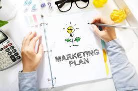 blanc au bureau personne dessin marketing plan concept sur papier blanc au bureau