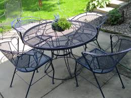 Round Patio Furniture Set by Garage Sale Gal Patio Set Pretty Toes And Books