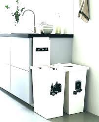 poubelle cuisine pivotante meuble cache poubelle cuisine solution de poubelle de cuisine en diy