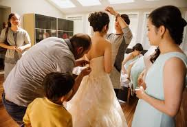 Wedding Dress Eng Sub This Bride U0027s Broken Zipper Was Fixed By A Syrian Refugee Staying