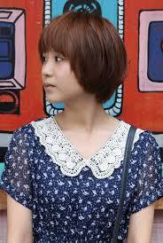 60s feather hair cut cute korean short haircut layered bob with feathered ends