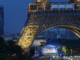 Eiffel Tower Evacuated By Police After Man Brandishing Knife Tries