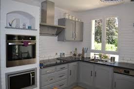 cuisine rustique repeinte en gris moderniser une cuisine en bois rnover une cuisine comment