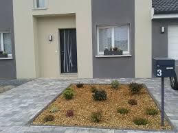 idee amenagement jardin devant maison voici une photo du devant de la maison avec les pavés et le massif