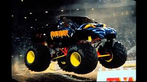 youtube monster trucks racing gigantic predator monster truck youtube
