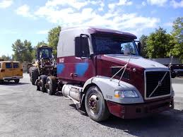 volvo truck sleeper cabs 2006 volvo vnm64t tandem axle sleeper cab tractor for sale by