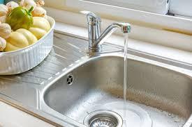 remplacer robinet cuisine comment changer un robinet de cuisine cdiscount