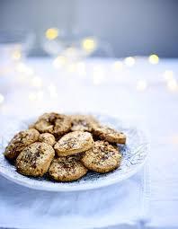 cuisiner la chataigne biscuits à la farine de châtaigne aux noix et aux fleurs d épices
