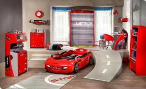 les chambre des garcon decoration chambre garcon voiture visuel 9