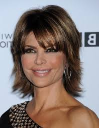 lisa rinna weight off middle section hair lisa rinna layered short straight cut with bangs for thick hair