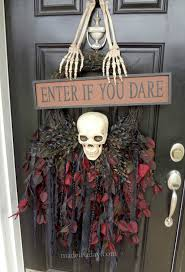 creepy skull wreath spookyspaces made in a day