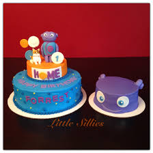 home cake decorating supply home themed cake with hand sculpted boov and pig characters and a