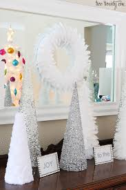 Silver And White Christmas Decorations White And Silver Christmas Vignette