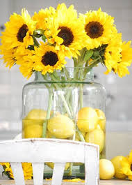 Centerpieces With Sunflowers by Best 25 Daisy Wedding Centerpieces Ideas On Pinterest Daisy