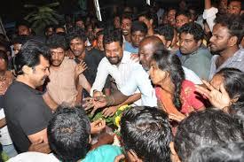 funeral fans tamil actor karthi breaks at funeral of fan killed in road