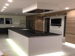 cuisine noir laqué plan de travail bois cuisine cuisine blanc laqué et plan de travail bois cuisine blanc