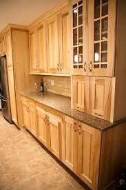 Natural Cherry Shaker Kitchen Cabinets Best 25 Maple Cabinets Ideas On Pinterest Maple Kitchen