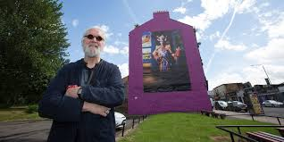 billy connolly visits glasgow murals british comedy guide