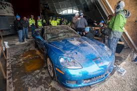 national corvette museum sinkhole corvettesinkholeextraction05 jpg