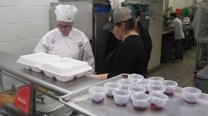 oliver wolcott tech students serve annual thanksgiving meal to