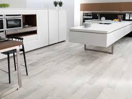 quel sol pour une cuisine carrelage pour sol de cuisine revetement lino newsindo co