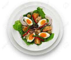 fond blanc cuisine salade niçoise cuisine française isolée sur fond blanc banque d