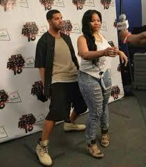 Drake Lean Meme - drake does his gangsta lean behind a big booty chick hilarious