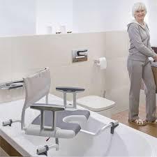 siège pour baignoire handicapé siège de bain pivotant aquatec sorrento siège de bain tous ergo