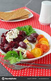 cuisiner betterave saines faciles à cuisiner petit déjeuner avec bouilli oeuf tomates