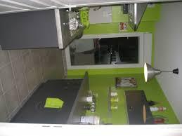 cuisine gris et vert anis idée decoration cuisine vert anis
