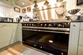 cuisine avec piano de cuisson cuisine equipee piano cuisson fonctionnel chambray les tours