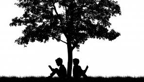 silhouette of two on a tree photo free