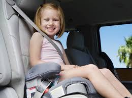 quel age sans siege auto sécurité en voiture junior roule t il bien attaché protégez