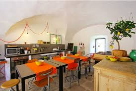 deco cuisine provencale cuisine ambiance provençale en bois accessoires déco orange