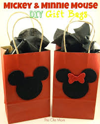 mickey mouse favor bags diy mickey and minnie mouse gift bags this ole