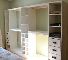 faire un dressing dans une chambre comment construire un dressing pour pas cher plan de dressing