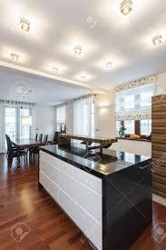 interieur cuisine moderne grand dessein comptoir à l intérieur cuisine moderne banque d