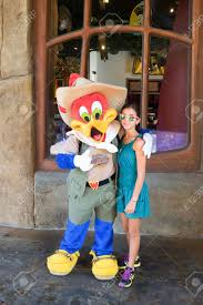 the woody woodpecker posing with the woody woodpecker character at universal