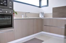 cuisine effet bois cuisine blanc laqué et effet bois agencement intérieur montpellier