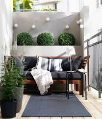 canapé balcon comment aménager balcon lorsqu il n est pas très grand