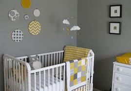 chambre enfant gris une chambre de bébé jaune grise et blanche les trouvailles d