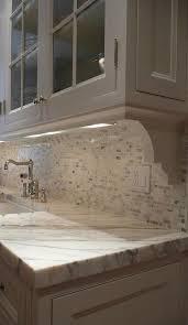 Light Under Cabinet Kitchen by Best 25 Under Cabinet Lighting Ideas On Pinterest Cabinet